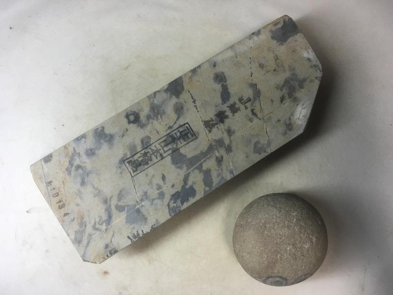 画像1: 天然砥石 山城銘砥 中世中山かからす 1.1Kg 10134