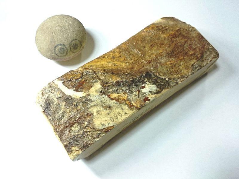 画像3: 伝統千五百年 天然砥石 古代伊豫銘砥  木目 1.4Kg 10962