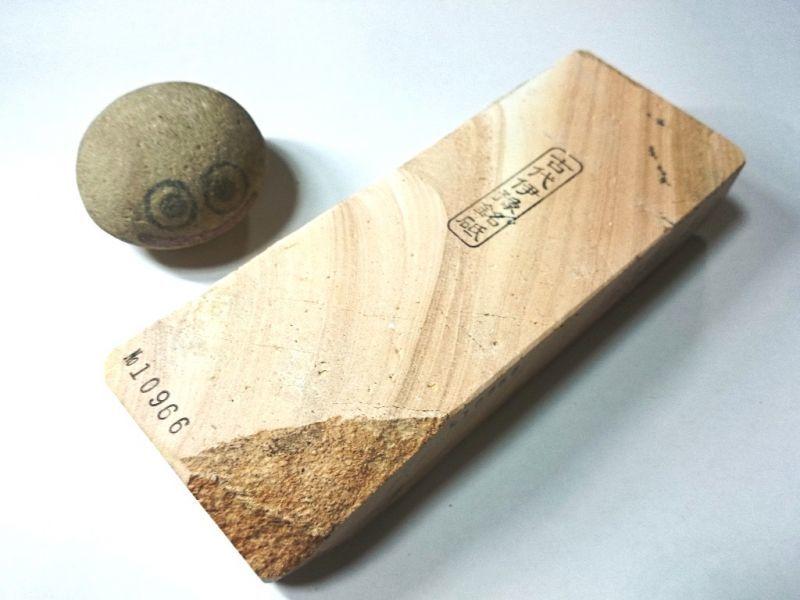 画像1: 伝統千五百年 天然砥石 古代伊豫銘砥  桃木目 1.2Kg 10966