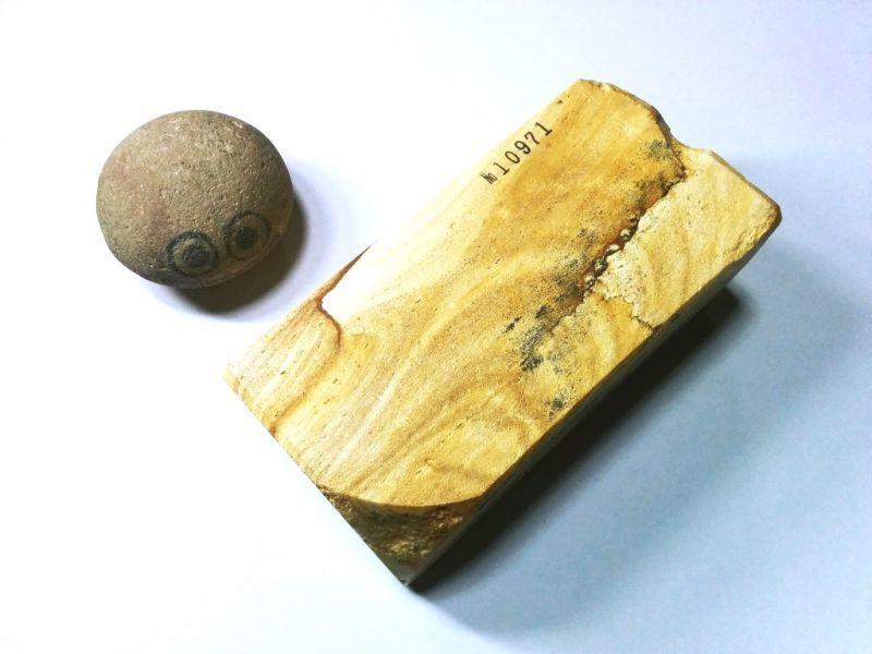 画像3: 伝統千五百年 天然砥石 古代伊豫銘砥  木目歯朶付き 1.3Kg 10971