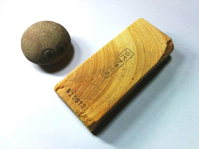 画像1: 伝統千五百年 天然砥石 古代伊豫銘砥  木目環巻 0.6Kg 10973