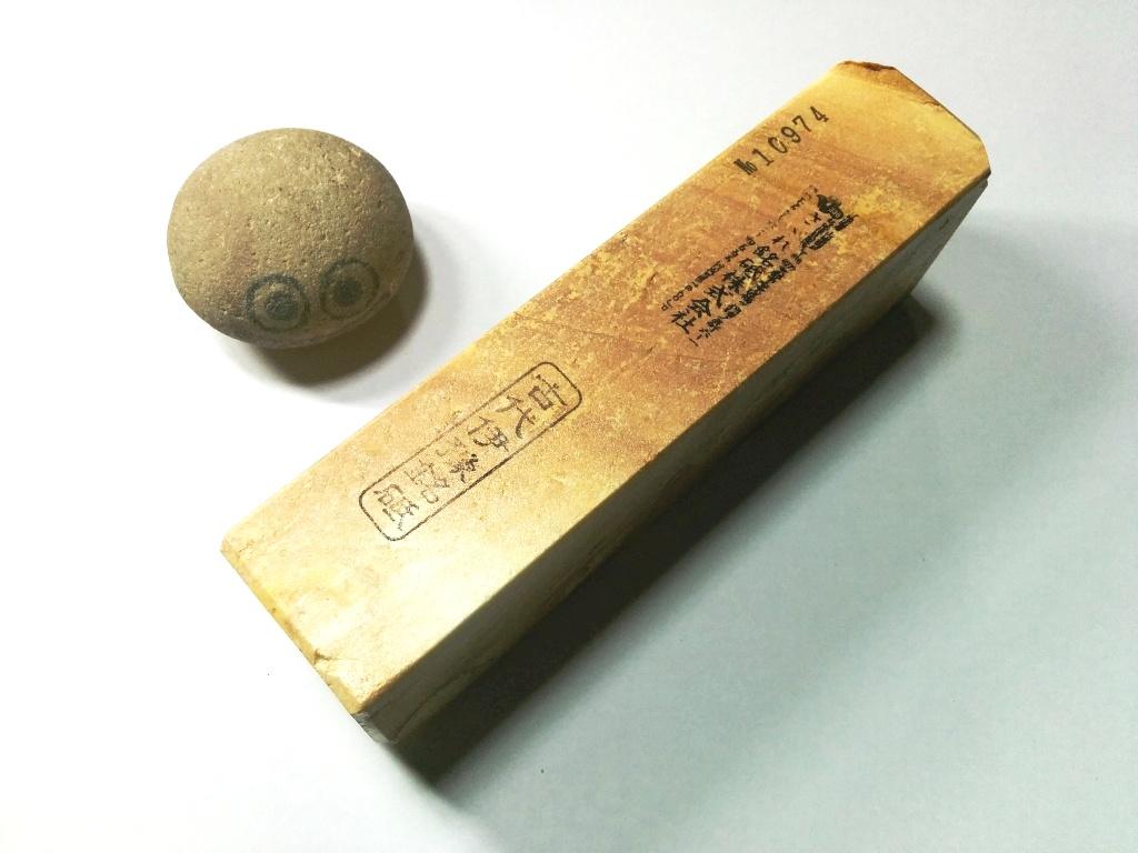 画像2: 伝統千五百年 天然砥石 古代伊豫銘砥  歯朶付き粘る上 1.2Kg 10974