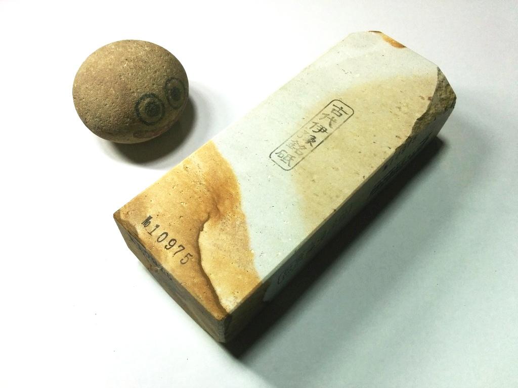 画像1: 伝統千五百年 天然砥石 古代伊豫銘砥  煙硝困るかたさ 1.1Kg 10975