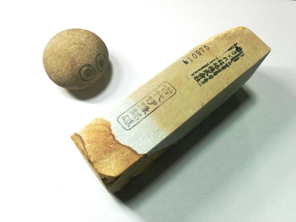 画像2: 伝統千五百年 天然砥石 古代伊豫銘砥  煙硝困るかたさ 1.1Kg 10975