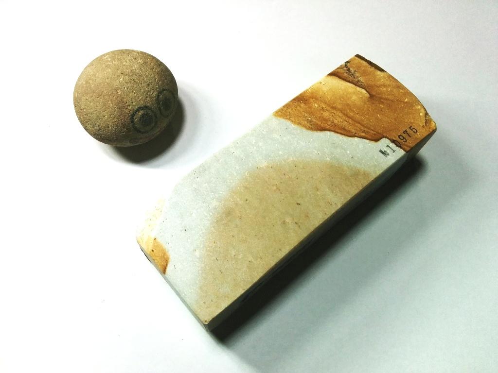 画像3: 伝統千五百年 天然砥石 古代伊豫銘砥  煙硝困るかたさ 1.1Kg 10975