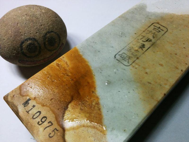 画像4: 伝統千五百年 天然砥石 古代伊豫銘砥  煙硝困るかたさ 1.1Kg 10975