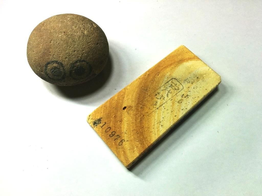 画像1: 伝統千五百年 天然砥石 古代伊豫銘砥  破片 0.1Kg 10976