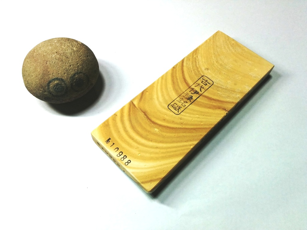 画像1: 伝統千五百年 天然砥石 古代伊豫銘砥  木目上 0.3Kg 10988