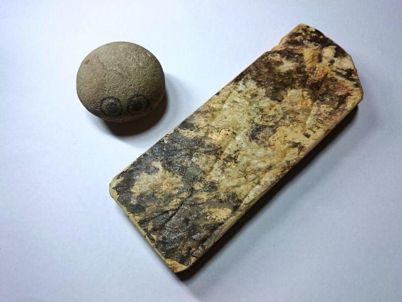 画像3: 天然砥石 中世中山戸前赤ぴんやわい 0.8Kg 11006