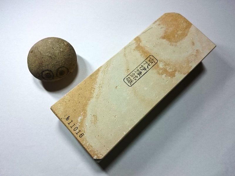 画像1: 伝統千五百年 天然砥石 古代伊豫銘砥  上 1.7Kg 11016