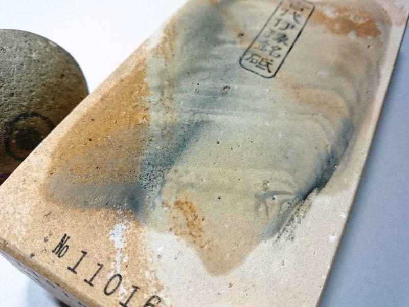 画像4: 伝統千五百年 天然砥石 古代伊豫銘砥  上 1.7Kg 11016