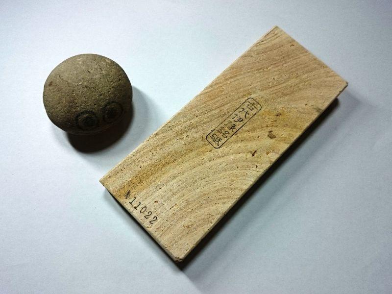 画像1: 伝統千五百年 天然砥石 古代伊豫銘砥  多孔 0.6Kg 11022