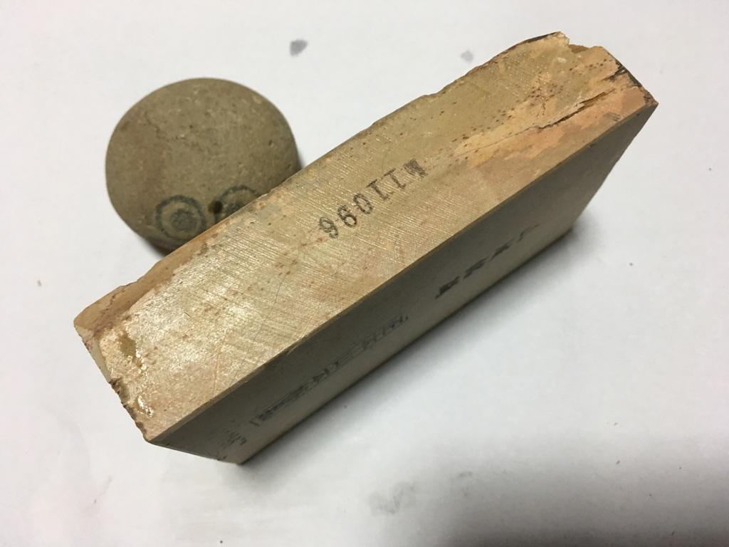 画像2: 天然砥石 中世中山戸前卵色べっ甲筋やわめ 0.9Kg 11096