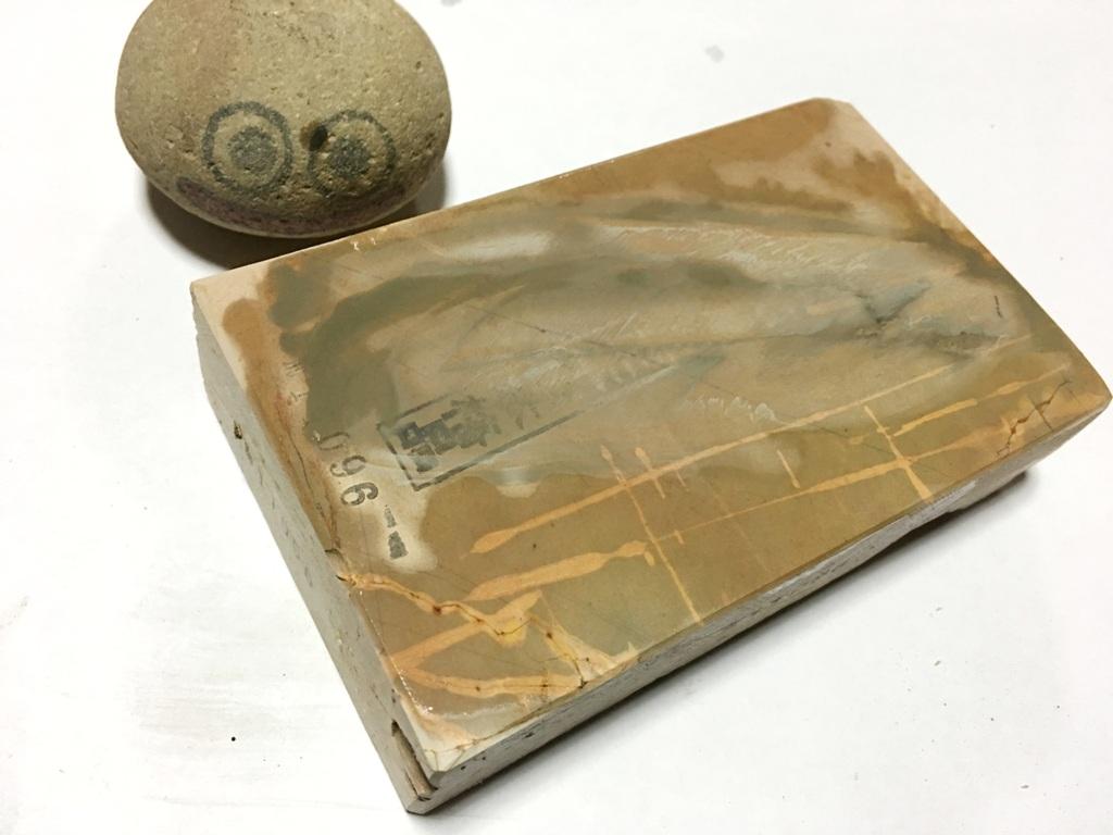 画像4: 天然砥石 中世中山戸前卵色べっ甲筋やわめ 0.9Kg 11096