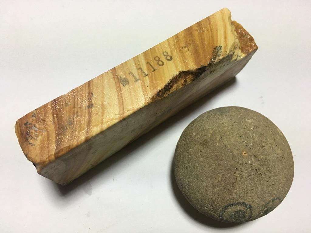 画像2: 伝統千五百年 天然砥石 古代伊豫銘砥  木目粘る上 0.3Kg 11188