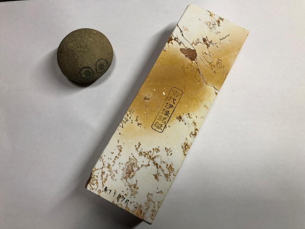 画像1: 伝統千五百年 天然砥石 古代伊豫銘砥 1,619g 11376