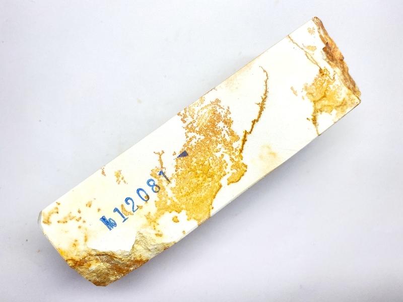 画像2: 伝統千五百年 天然砥石 古代伊豫銘 白 木目 638g 12081