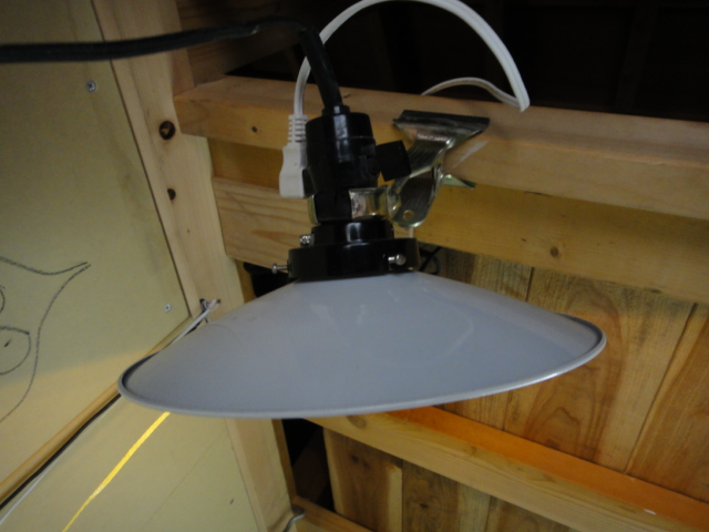 画像2: シェードとホルダー 安い工事用クリップライトがレトロ白笠電灯に変身!