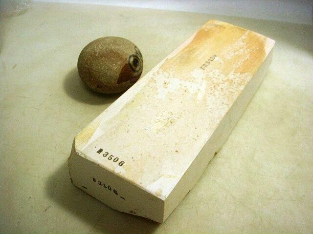 画像1: 天然砥石 伝統1200年 伊豫銘砥目〆上尾紅葉づくし 3506