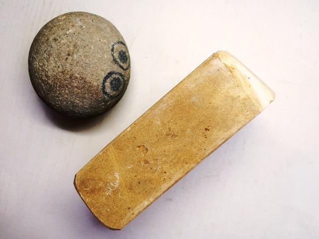 画像2: 天然砥石 古代伊豫銘砥 選べるちび砥石・名倉・置物・文鎮・民生品 7158